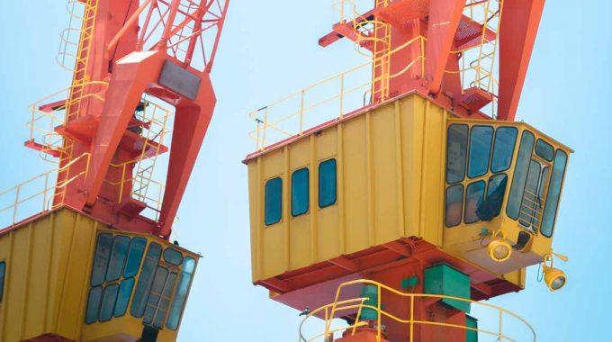 Avior-crane-operator